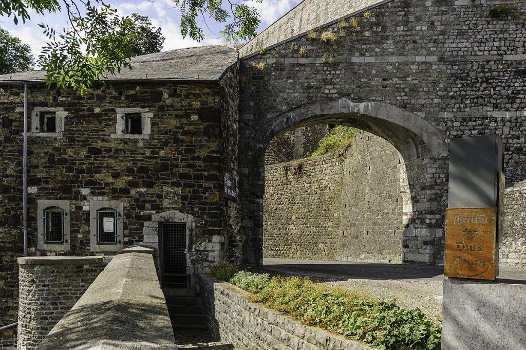 L'entrée du jardin des deux tours