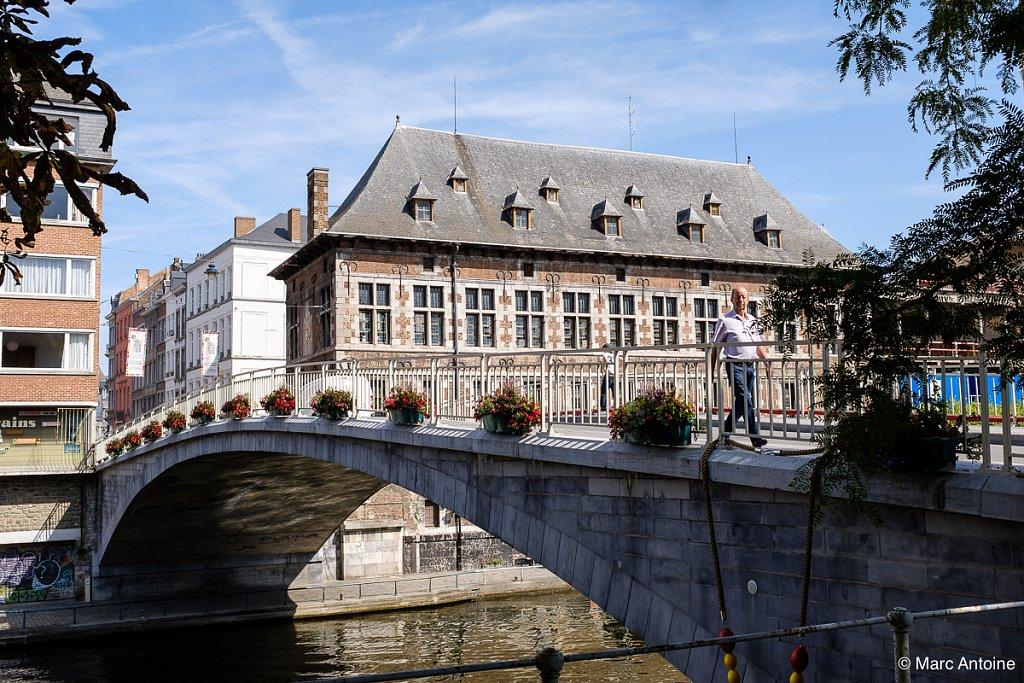 La Halle al' chair et le pont de la rue du Pont